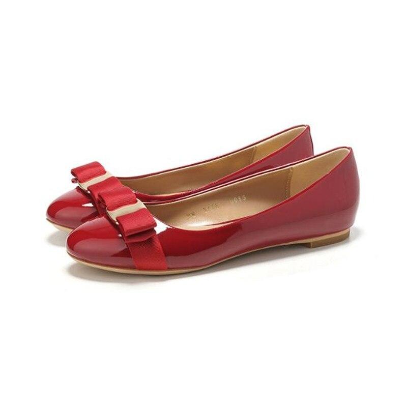Nouvelles chaussures pour femmes arc rouge, bleu royal or chaussures de bureau à fond plat tête ronde en cuir verni grande taille chaussures pour femmes appartements