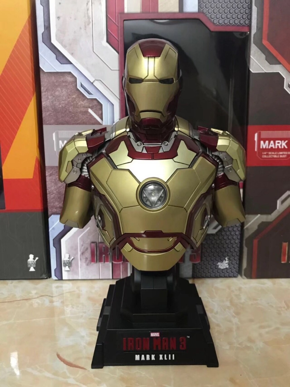 modèle d/'action jouet statues Iron Man Diecast Mark MK42 avec figurine LED