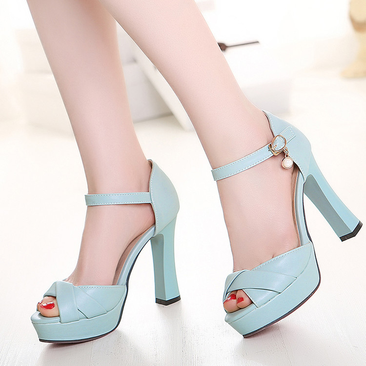 2017 New Summer Show Thin Thick with Super High Heels Shoes Fish Mouth Waterproof Big Yards 43 Female Sandals Small Size 32-33