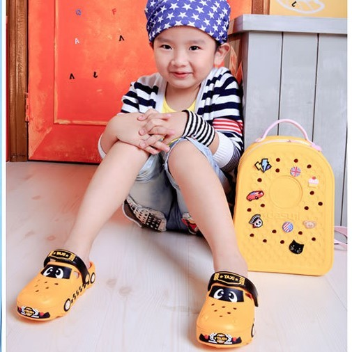 3-8 years old boys girls sandals slippers sandals baby non-slip Baotou children summer breach shoes Cartoon car