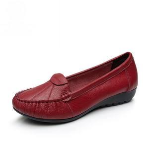 Image 2 - GKTINOO Plus Size 35 43 Vrouwen Flats Nieuwe Mode Echt Leer Platte Schoenen Vrouw Zachte Zool Enkele Schoenen Vrouwen schoenen