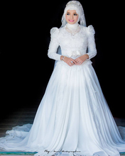 2017 Long Sleeve Muslim Wedding Dress With Hijab Long Sleeves Elegant High Neck Ball Gown Lace Applique Arabic Bridal Gowns