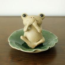 Cute frog leaf saucer Tea pet figurines Lovely Kawai Ceramic Arts and Crafts fairy garden miniatures