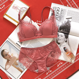Image 3 - צרפתית סגנון Bralette תחתוני חלקה V העמוק תחרה ילדה נשים חזיית סטי אלחוטי דק תחתונים סקסי הלבשה תחתונה רך מקורבי