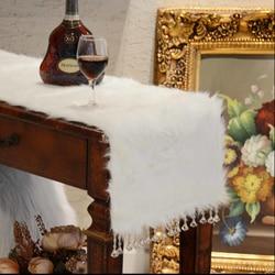RN321 Lydia europejski luksusowe Runner białe pluszowe blat stołu runner ornament nici do haftu z pomponem hurtownia grudnia w Bieżniki od Dom i ogród na
