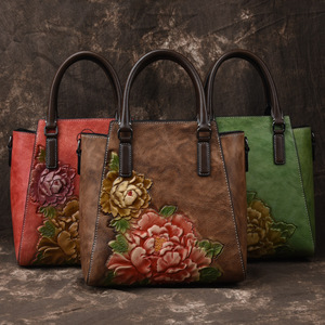 Image 4 - Johnature Casual Tote 2020 ใหม่ของแท้หนังกระเป๋าถือลายนูนVintageกระเป๋าสตรีขนาดใหญ่ความจุดอกไม้ไหล่กระเป๋าCrossbody