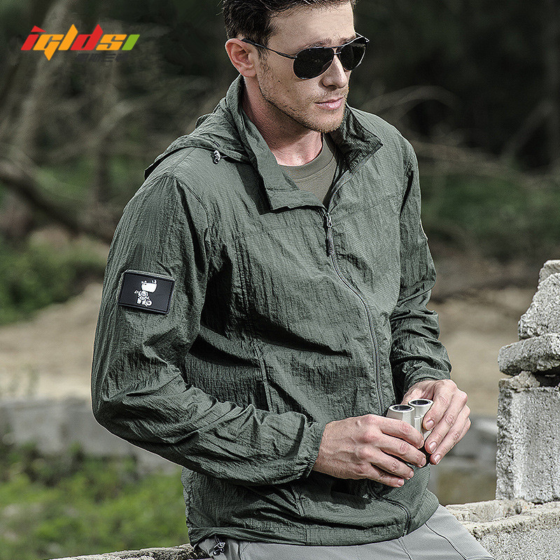 New 2018 Summer Waterproof Quick Dry Tactical Skin Jacket Men Hooded Raincoat Thin Windbreaker Sunscreen Army Military Jacket
