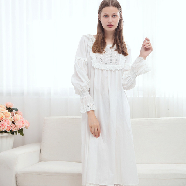 f773caeb31 European Style Brand Women Sweet Pleated Sleeping Dress White Retro Long  Sleeve Princess Pure Cotton Vintage