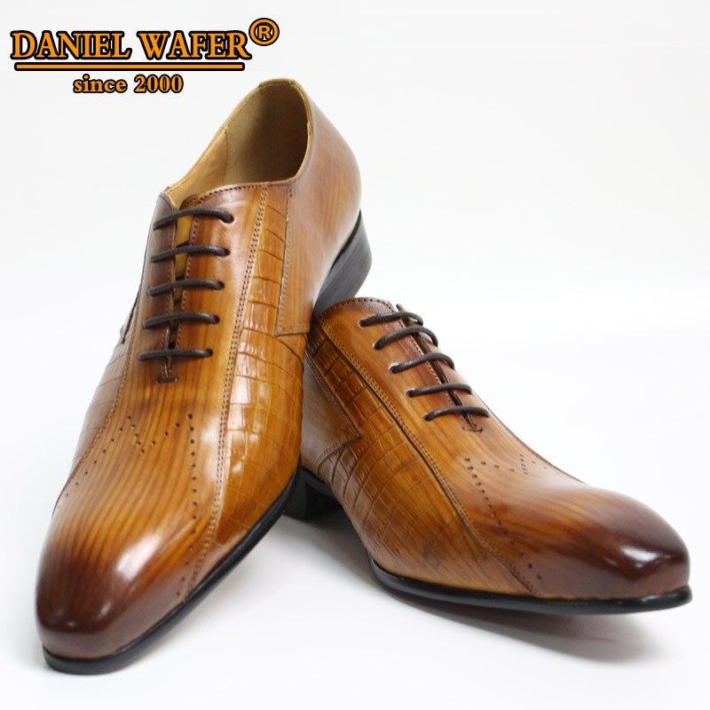 Luksusowe włoskie skórzane buty do koszykówki mężczyzn nowe koronka brązowy czarny ślub BusinessFormal buty mężczyźni oksfordzie buty w Buty wizytowe od Buty na  Grupa 1