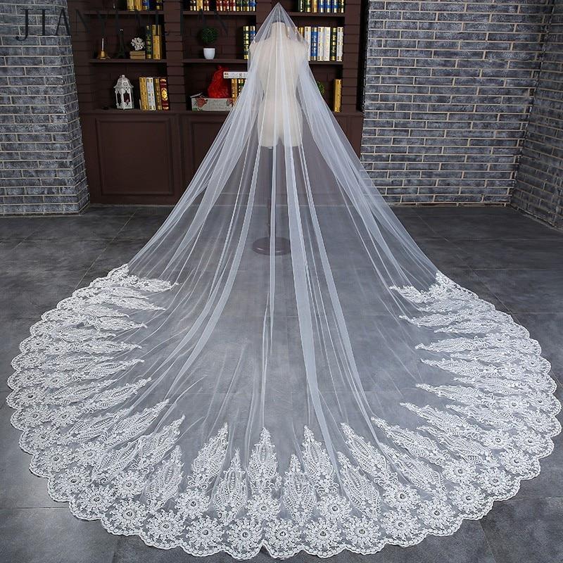 3 meetri valge katedraali pulmade soengud pika pitsiga servaga pruudi loor, kammkõrvitsaga, pulmakleidid