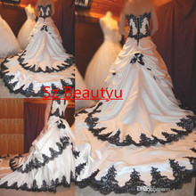 Vintage Ivory Gothic Wedding Dresses With Tiered Skirt Court Train Satin Black 3D-Floral Appliques Beaded Bridal Dress Gown