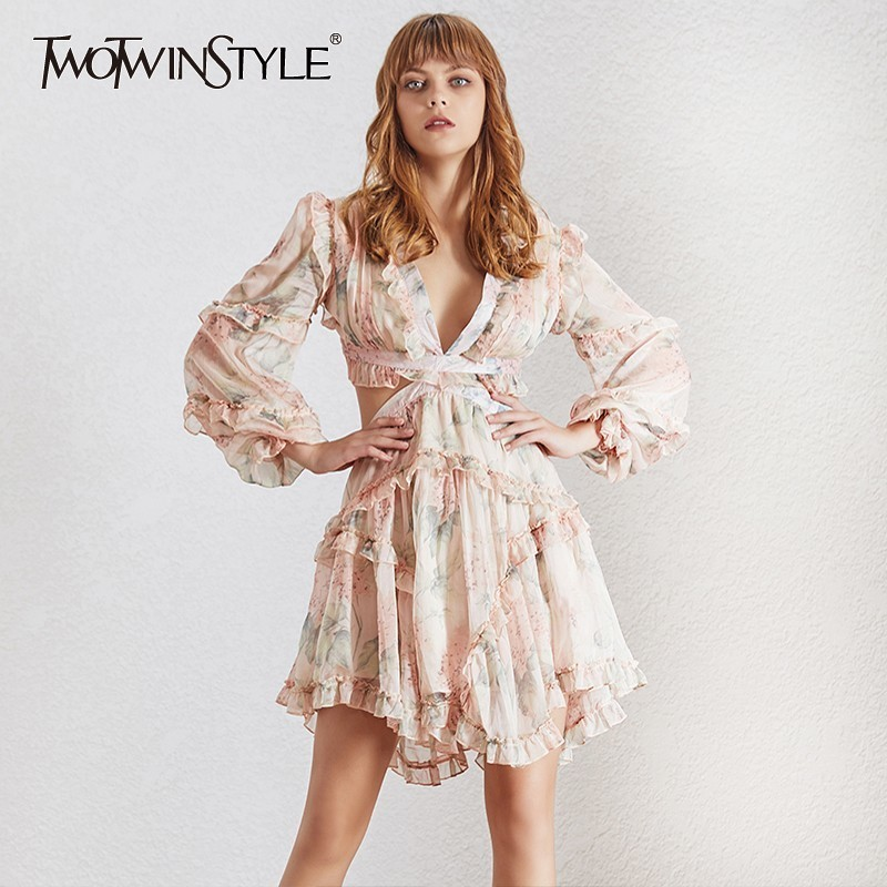 Kadın Giyim'ten Elbiseler'de TWOTWINSTYLE Yaz Hollow Out Baskı Kadın Elbise V Boyun Fener Kollu Yüksek Bel Ruffles Mini Plaj Elbiseleri Kadın Moda 2019'da  Grup 1