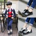 2016 новых детей лакированной кожи кроссовки мальчиков платформы кроссовки для детей бренда обувь для девочек мода ходьбы обувь одного