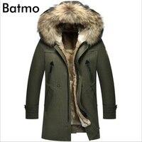 Batmo 2017 новое поступление зимние высококачественные теплые кроличий мех лайнер с капюшоном зеленая куртка мужская, енота меховым воротником