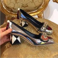 Ретро Жемчужина Декор металлик Кожаные туфли лодочки Для женщин мелкой квадратный носок с заклепками на высоком каблуке туфли лодочки с пр