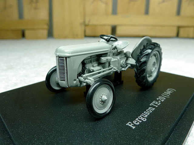 French UH Universal Hobbies 1:43 Ferguson TE-20 1947 vintage tractor models Alloy agricultural vehicle model