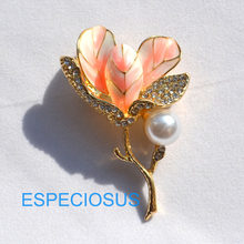 Elegant Pin Rhinestone Jewelry Flower Brooch Lily Painted Gold Color Pearl Giraffe Women Breast Pin Pink Color Lady's Garments(China)