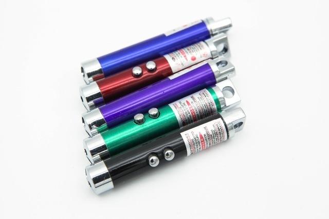 מכירה לוהטת 2017 מגניב 2 In1 אדום מצביע לייזר עט עם לבן LED אור הצג מצחיק מקל ילדים צעצוע משלוח חינם