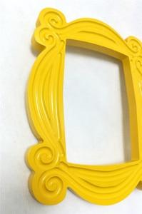 Image 5 - Marco de madera hecho a mano de serie de TV Friends, marcos de puerta de Mon amarillo, imagen de mirilla para el hogar, foto de decoración, regalo de colección de Cosplay