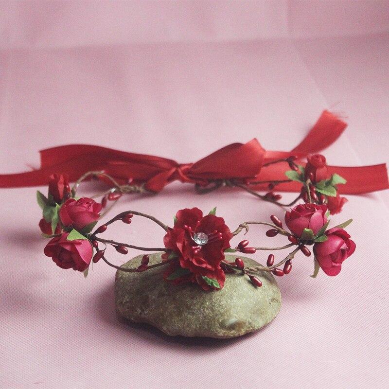 La corona de flores nupcial de la guirnalda del pelo flores rojas de la boda Tiara