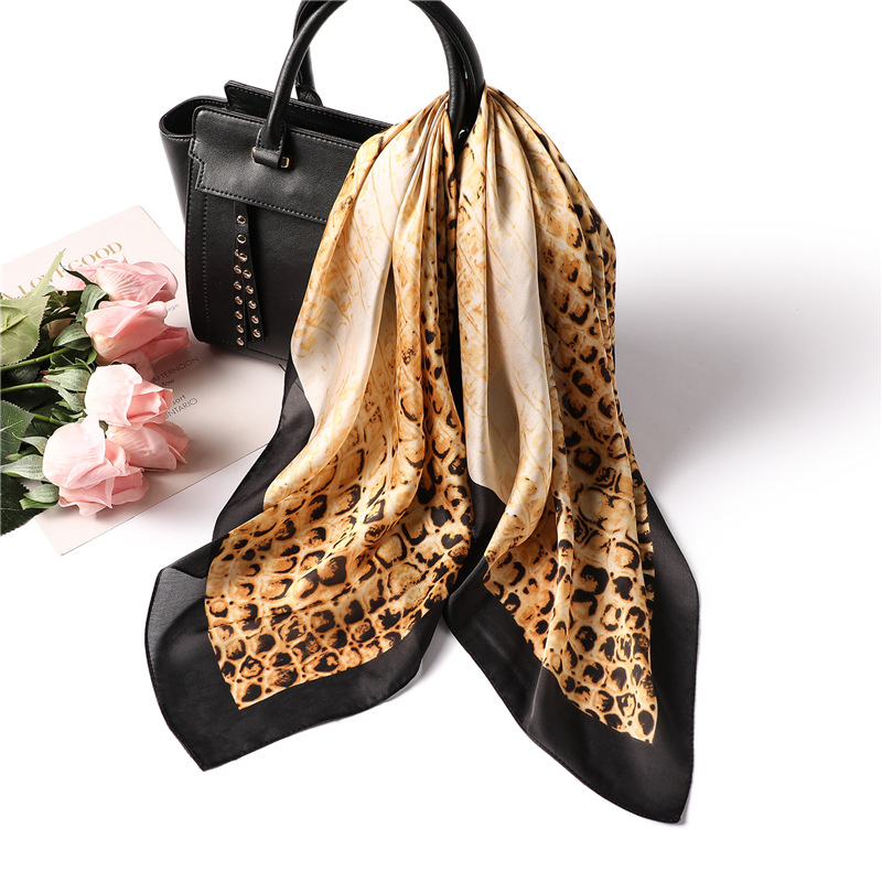 Luxury Brand 2019 New Fashion Summer Silk Square Scarf Women's Scarf