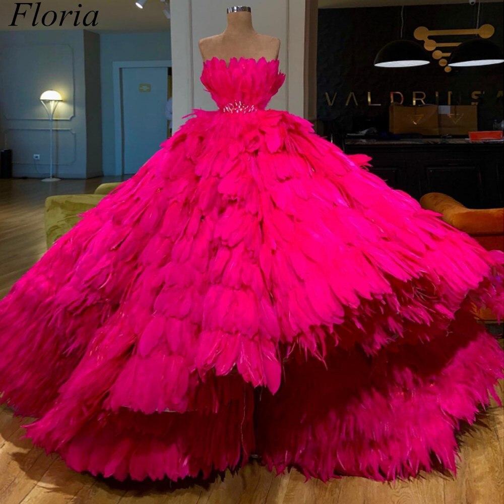 Fuchsia luxe plume célébrité robes 2019 robe de bal sans bretelles magnifique tapis rouge robe prix cérémonie robes de soirée avec ceinture