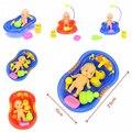 Colores aleatorios 1 Unidades Muñeca En La Bañera Con pato + Ducha Set de Accesorios Kid Juego de Imaginación Juguete Juguetes de Baño venta al por mayor