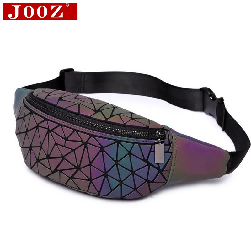 Mode fanny pack Bananka femmes poitrine Packs 2018 PVC matériel Hanche Sac  Géométrique lumineux holographique taille efb66588f8d