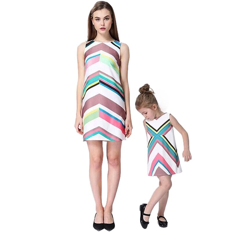 Mother daughter dresses 2017 Family Matching Outfits Geometric graffiti A-Line dress family clothing mother and daughter clothes запонки daughter qj03473