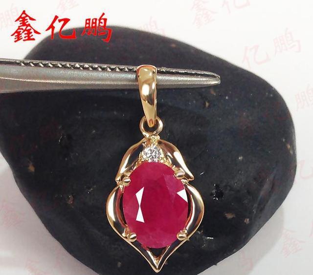 Incrustation dor 18 k pendentif rubis naturel de birmanie femelle 1.5 carats gemmes précieuses de couleur cadeau danniversaire spécial