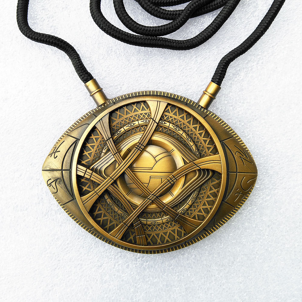 Doctor Strange Eye of Agamotto Necklace Amulet Copper Pendant Cosplay Props Accessories Weapons