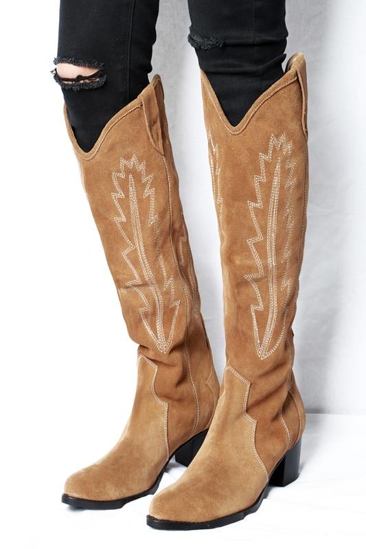 2018 Runway cowboy stiefel frauen stickerei slip auf knie hohe boote wildleder leder high heels winter schuhe frau westlichen booties-in Kniehohe Stiefel aus Schuhe bei  Gruppe 1