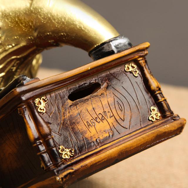 Retro Gramophone Decorative Figurine
