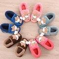 Lindo historieta del algodón niños muchachas de los zapatos del hogar de invierno zapatillas de felpa caliente suave antideslizante zapatos de los niños de regalo de Navidad