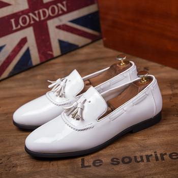 63f540c0 Blanco de los hombres de charol zapatos de cuero italiano de la marca de  lujo vestido de negocios hombre calzado hombre elegante boda oxford zapatos  para ...