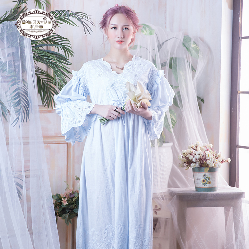 Free Shipping 2017 New Princess Women s Long Nightgown Pink White Blue Sleepwear Vintage Lace Nightdress