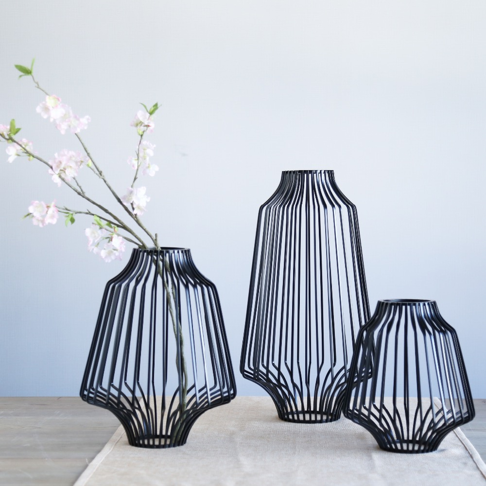 3 Sizes Black Metal Irregular Round Tabletop Flower Vases Hollow Line Simple Modern Home Decoration Accessories