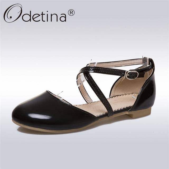 Odetina/Новинка 2019 г. модные женские туфли мэри джейн из лакированной кожи на плоской подошве с перекрестной пряжкой и ремешком на щиколотке, обувь на плоской подошве с круглым носком, большой размер 45