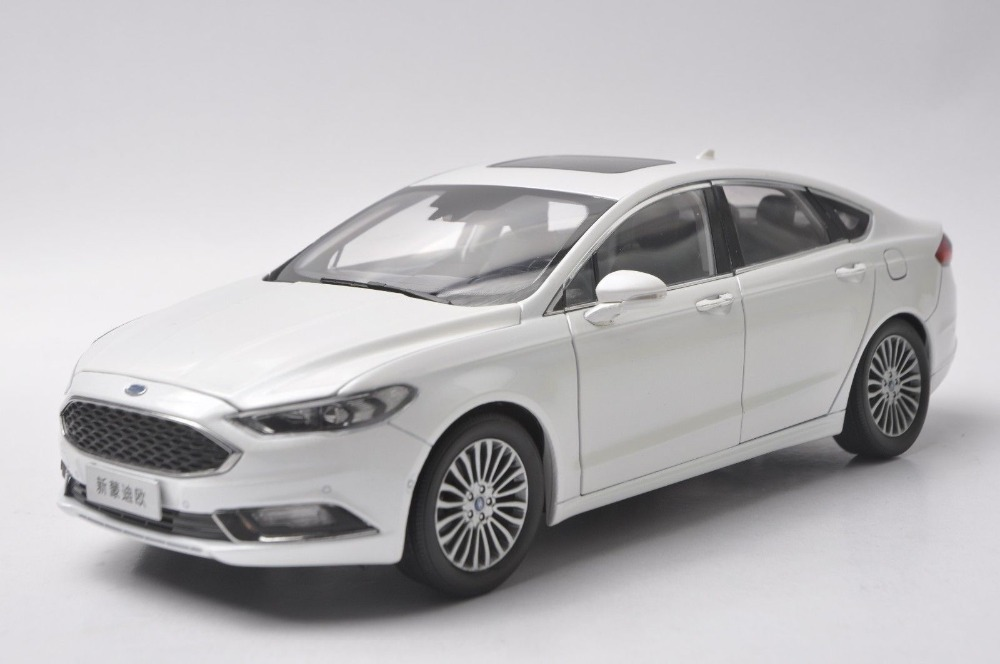 1:18 Scale Diecast Model Car for Ford Mondeo Fusion 2017 White SUV Alloy Toy Car Collection Gifts new 1 18 infiniti q50 q50s 2015 white diecast model cars hot selling alloy scale models limited edition