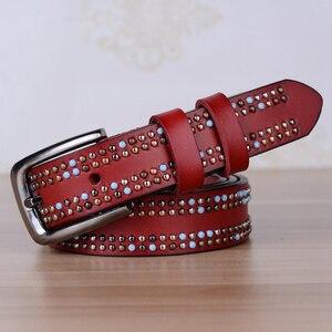 Image 5 - Beroemde Merknaam Vrouwen Koeienhuid Riem Handgemaakte Klinknagel Vrouwen Echt Lederen Designer Riemen Als Geschenk Gratis Verzending