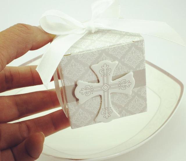Croix de boîte à bonbons en papier 1000 pièces/lot fedex   Livraison rapide, boîte en forme de chocolat pour fête de mariage, 5.3cm x 5.3cm