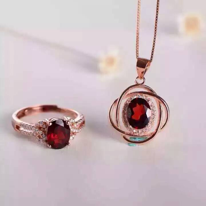 Natural red garnet gem jewelry sets natural gemstone Pendant ring 925 silver Elegant round surround women
