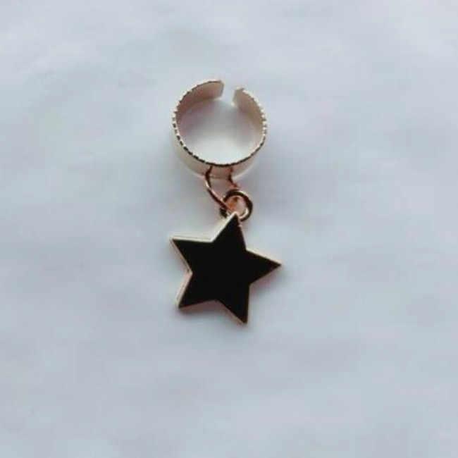 Nueva lista de moda simple aleación Cruz de cinco puntas estrella Luna labios estrella sin orejas agujero oreja clip joyería femenina 1 piezas