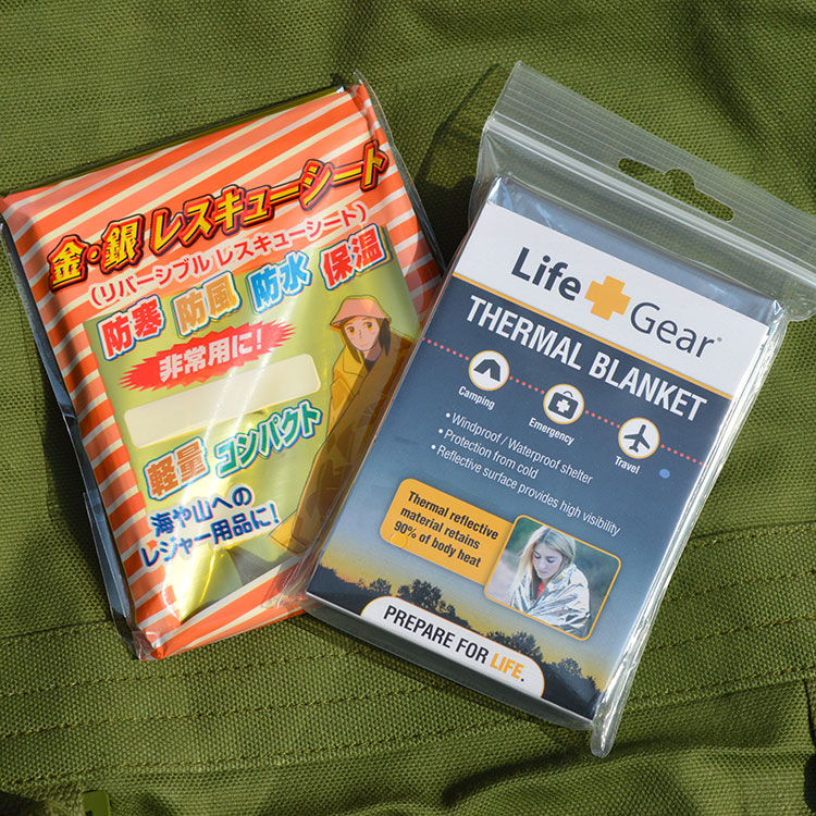 Exports to Japan disaster emergency blanket thickened outdoor lifesaving blanket insulation sunscreen earthquake outdoor camping emergency blanket blanket insulation blanket sunscreen blanket survival blanket of gold and silver surface