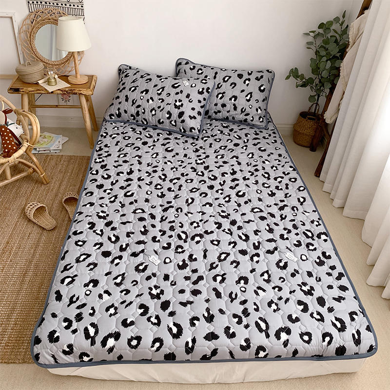 1 Pc Leopard Printed Mattress Pad With Elastic Band Single Queen King Size Quilted Bedspread Mattress Topper For Bed