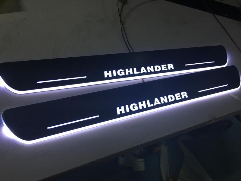 2 pc/lote frente LED Iluminado Movendo Placas de Soleira de Porta Do Carro LED Bem-vindo Luz Porta Scuff Pedal Limites Para Toyota HighLander