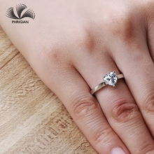 b05730dc2b0c Sona no falso bien anillo grabado S925 de plata esterlina anillo de diamante  diseño Original 925 corazón corte 5 garras