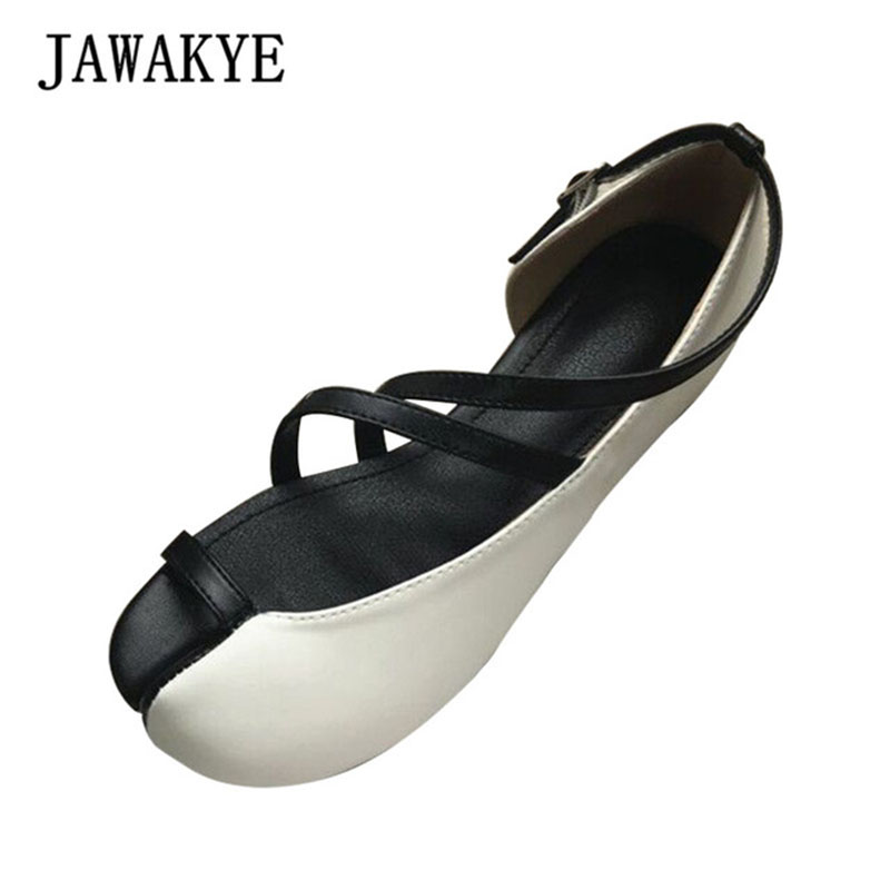 Split toe cut outs flat heel sandals women  2019 new noverlty casual shoes one buckled strap pigs trotters horseshoesSplit toe cut outs flat heel sandals women  2019 new noverlty casual shoes one buckled strap pigs trotters horseshoes