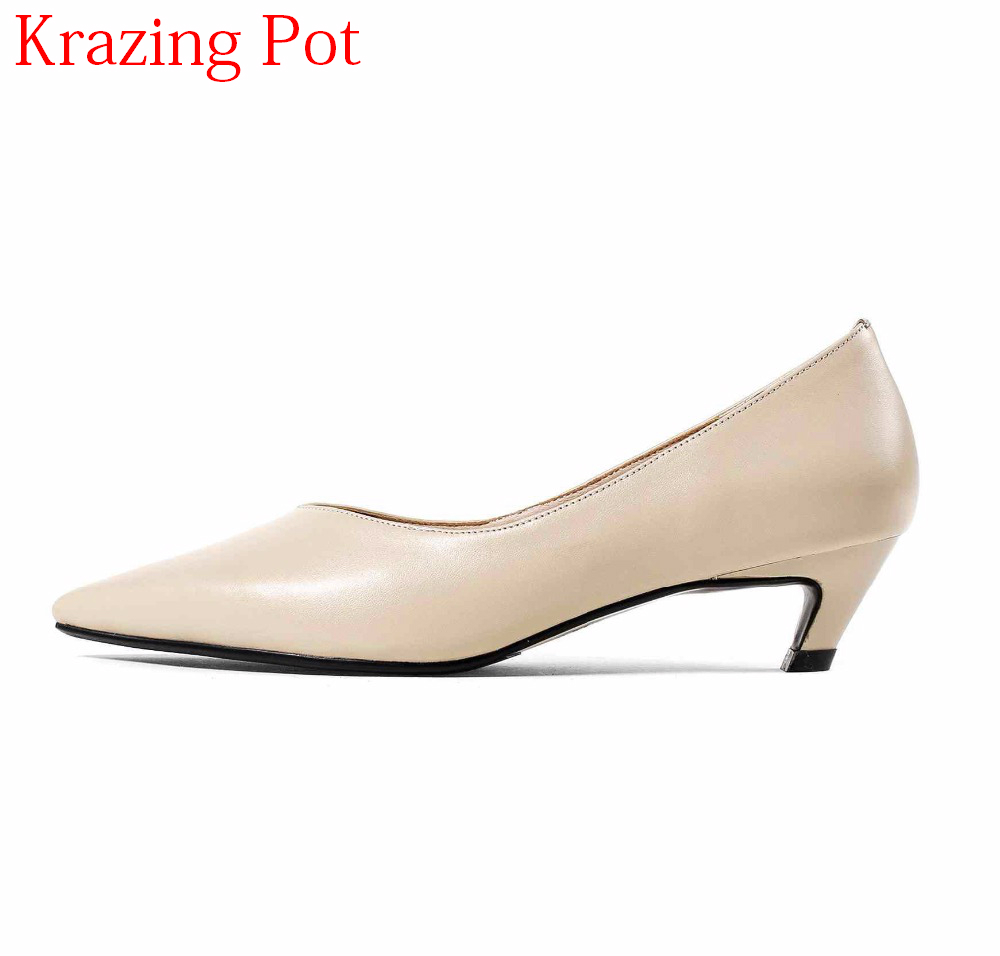 2018 Shoes Woman Genuine Leather Pointed Toe Wedding Shoes Office Lady Sweet Stiletto Med Heel Simple Style Nude Women Pumps L27 new genuine leather superstar solid thick heel zipper gladiator women pumps pointed toe office lady nude runway casual shoes l88