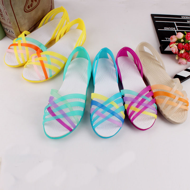 2018 Women Sandals Summer New Candy Shoes Peep Toe Stappy Beach Valentine Rainbow Croc Jelly Cross Strap Shoes Woman Flats Sandale